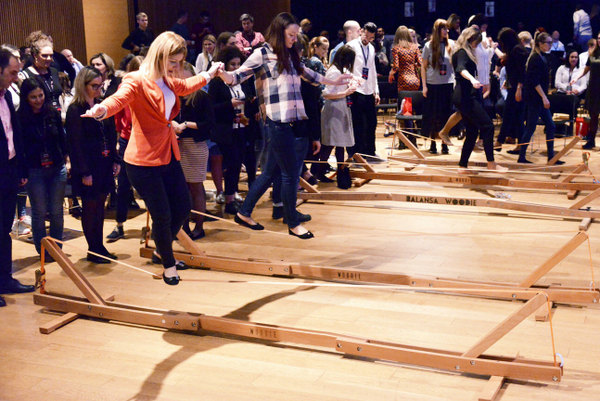 Balansa_Woodie_Indoor_Slackline-Balance_challenge